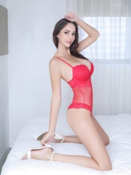 Eliza Lux
